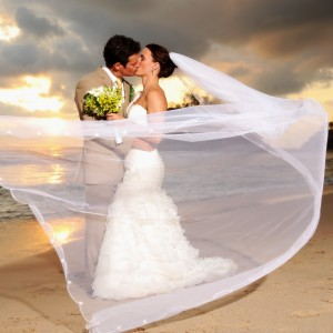 Costa Rica Wedding Kiss